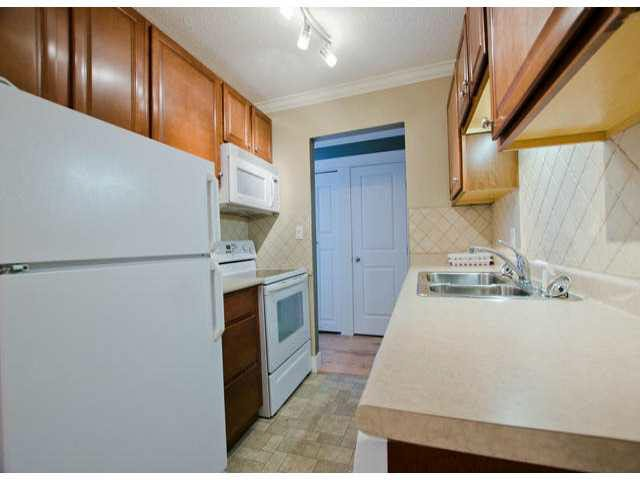 "Photo 8: Photos: 102 1444 MARTIN Street: White Rock Condo for sale in ""MARTINVIEW MANOR"" (South Surrey White Rock)  : MLS®# F1407746"