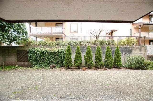 "Photo 12: Photos: 102 1444 MARTIN Street: White Rock Condo for sale in ""MARTINVIEW MANOR"" (South Surrey White Rock)  : MLS®# F1407746"