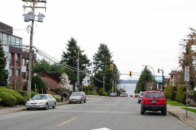"Photo 14: Photos: 102 1444 MARTIN Street: White Rock Condo for sale in ""MARTINVIEW MANOR"" (South Surrey White Rock)  : MLS®# F1407746"