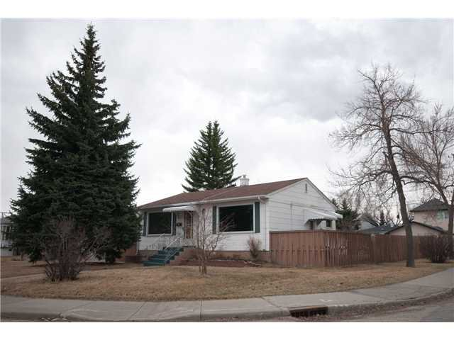 Main Photo: 2539 2 Avenue NW in CALGARY: West Hillhurst Residential Detached Single Family for sale (Calgary)  : MLS®# C3611177