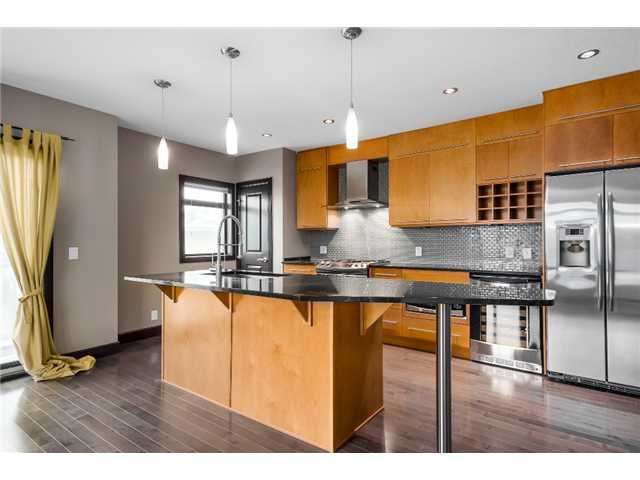 Main Photo: 3 1625 34 Avenue SW in Calgary: Altadore_River Park Townhouse for sale : MLS®# C3651020