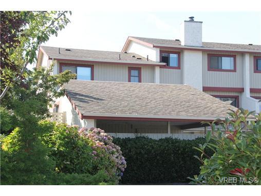 Main Photo: 30 1480 Garnet Rd in VICTORIA: SE Cedar Hill Row/Townhouse for sale (Saanich East)  : MLS®# 691734