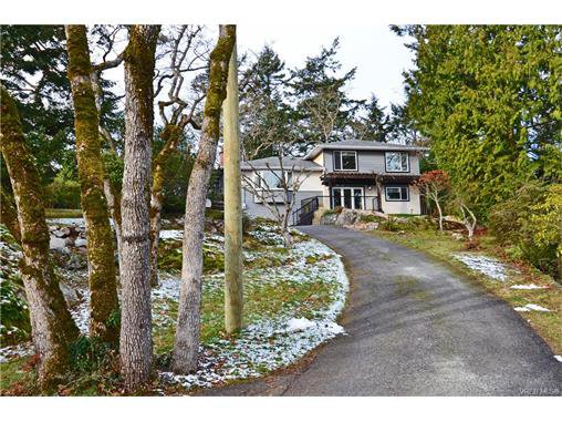 Main Photo: 3528 Plymouth Road in VICTORIA: OB Henderson Single Family Detached for sale (Oak Bay)  : MLS®# 372745