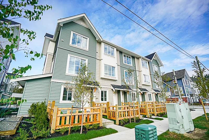 "Main Photo: 6 8699 158 Street in Surrey: Fleetwood Tynehead Townhouse for sale in ""FLEETWOOD PEAK"" : MLS®# R2211833"