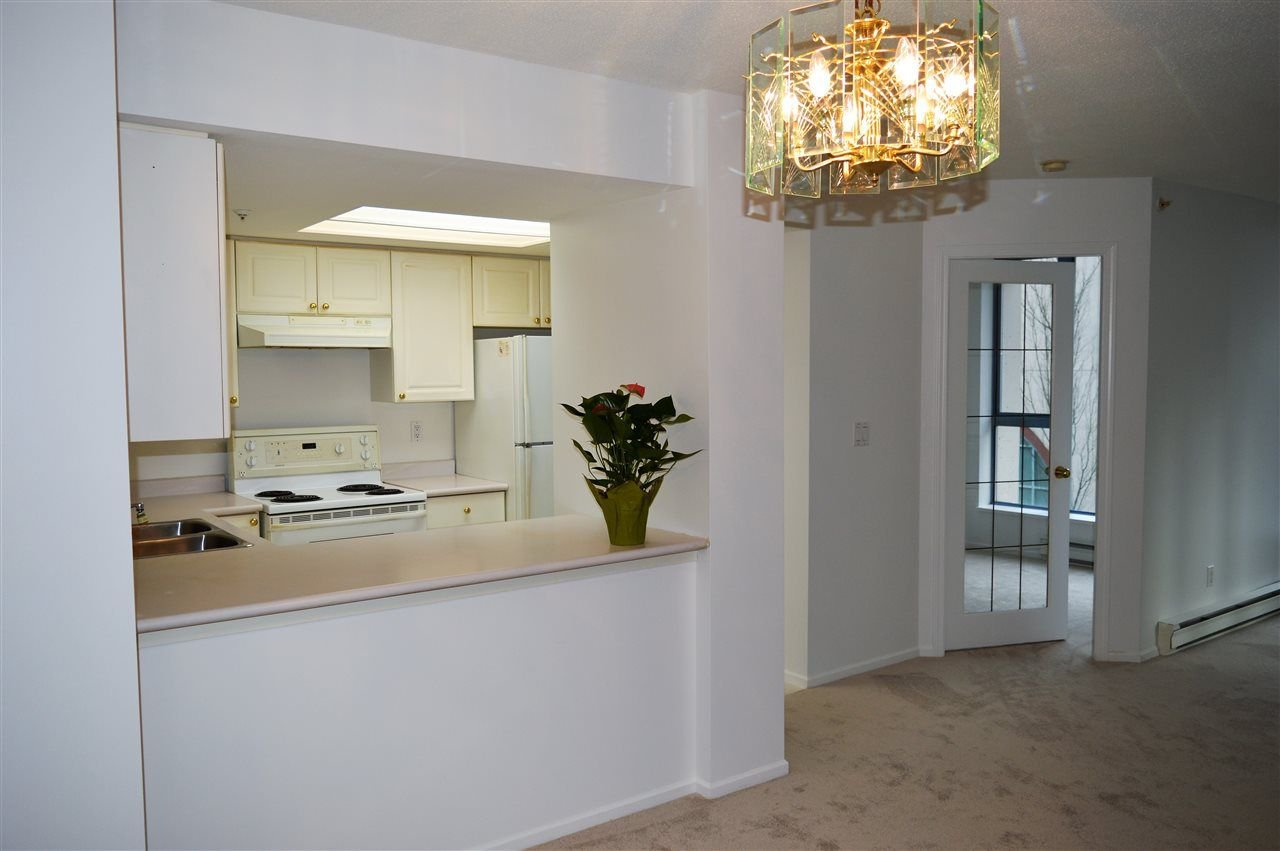 """Photo 3: Photos: 304 719 PRINCESS Street in New Westminster: Uptown NW Condo for sale in """"STIRLING PLACE"""" : MLS®# R2232836"""