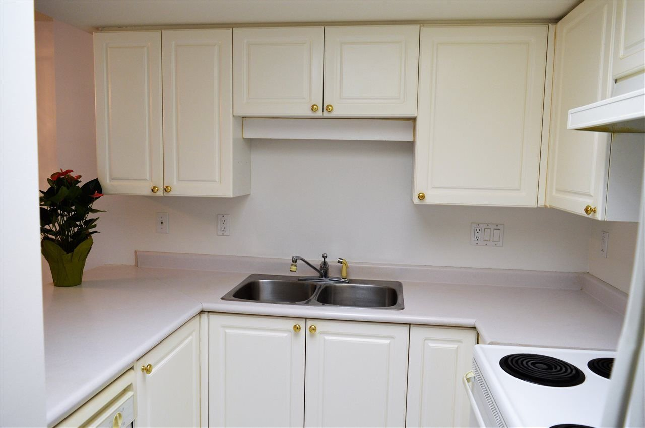 """Photo 7: Photos: 304 719 PRINCESS Street in New Westminster: Uptown NW Condo for sale in """"STIRLING PLACE"""" : MLS®# R2232836"""