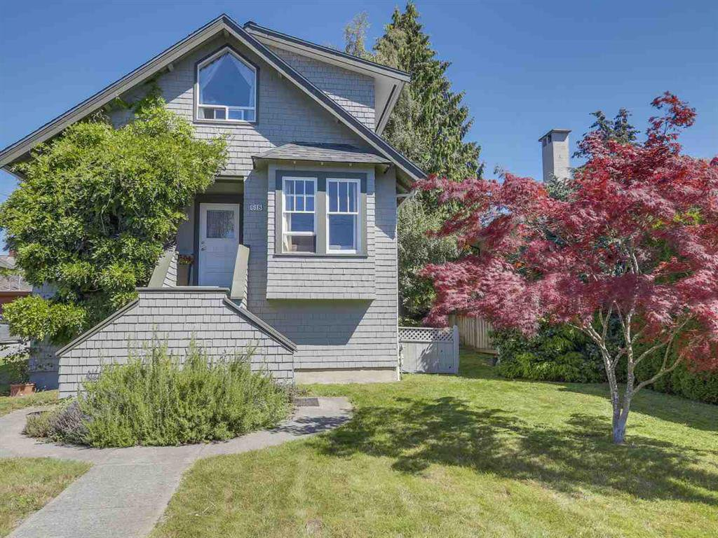 Main Photo: 618 E 11TH STREET in NORTH VANCOUVER: Boulevard House for sale (North Vancouver)  : MLS®# R2098623