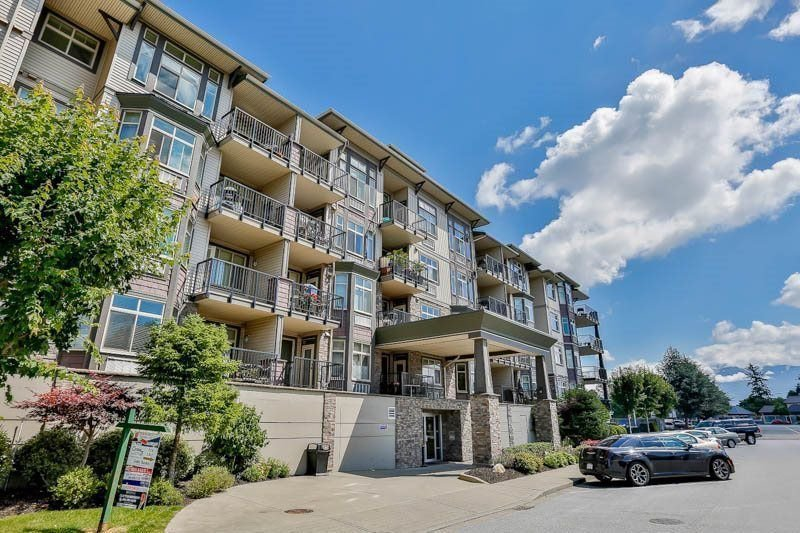 "Main Photo: 113 45893 CHESTERFIELD Avenue in Chilliwack: Chilliwack W Young-Well Condo for sale in ""The Willows"" : MLS®# R2265351"