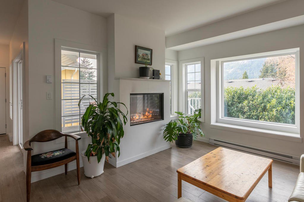 "Main Photo: 6 39885 GOVERNMENT Road in Squamish: Northyards House for sale in ""Abbey Lane Residences"" : MLS®# R2324776"