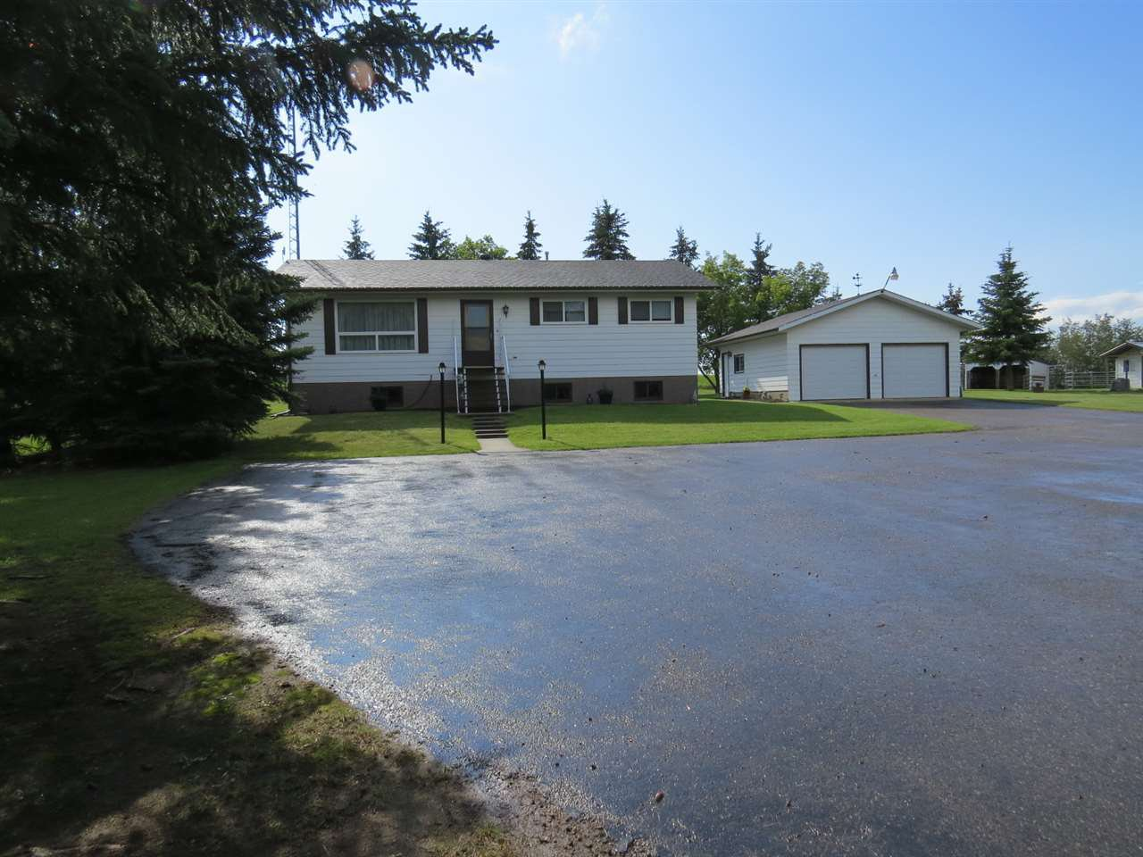Main Photo: 4426 47 Street: Hardisty House for sale : MLS®# E4159302