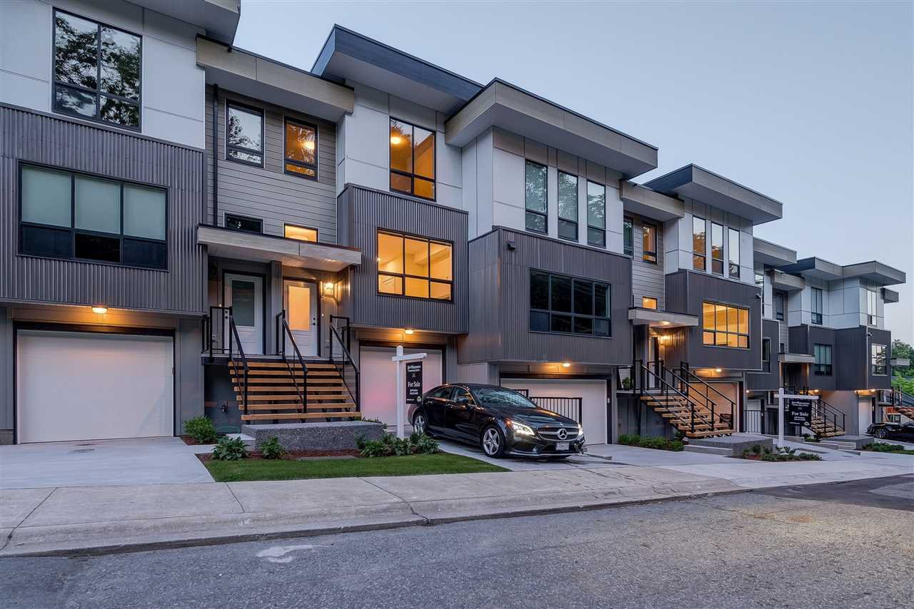 """Main Photo: 6 36130 WATERLEAF Place in Abbotsford: Abbotsford East Townhouse for sale in """"Vantage South"""" : MLS®# R2374859"""
