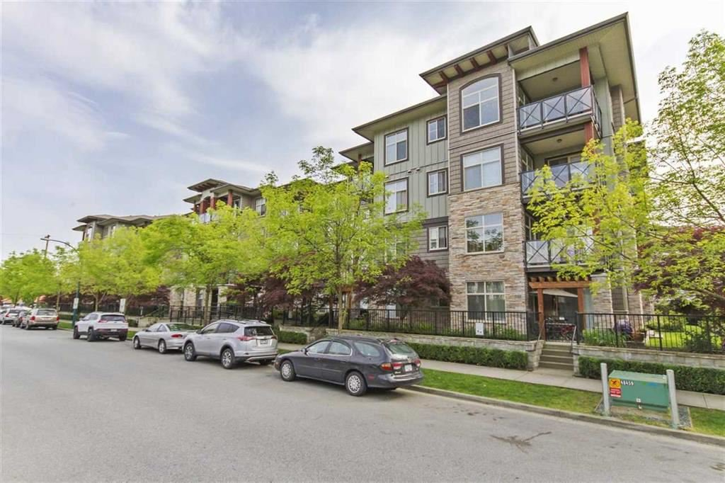 "Main Photo: 401 2336 WHYTE Avenue in Port Coquitlam: Central Pt Coquitlam Condo for sale in ""CENTREPOINTE"" : MLS®# R2378939"
