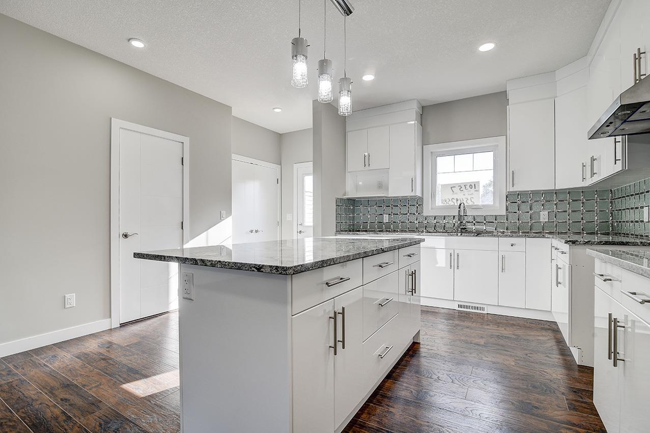 Main Photo: 10357 149 Street in Edmonton: Zone 21 House Half Duplex for sale : MLS®# E4182826
