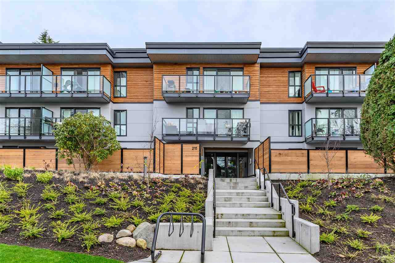 "Main Photo: 210 215 MOWAT Street in New Westminster: Uptown NW Condo for sale in ""CEDARHILL MANOR"" : MLS®# R2435392"