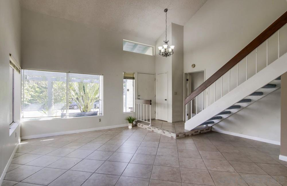 Main Photo: RANCHO SAN DIEGO House for sale : 4 bedrooms : 3806 Avenida Johanna in La Mesa