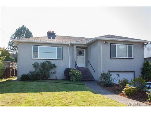 Main Photo: 815 SELKIRK Avenue in VICTORIA: Es Kinsmen Park Single Family Detached for sale (Esquimalt)  : MLS®# 329700