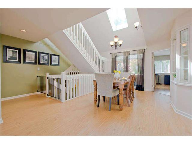 "Main Photo: 125 2721 ATLIN Place in Coquitlam: Coquitlam East Townhouse for sale in ""THE TERRACES"" : MLS®# V1057013"