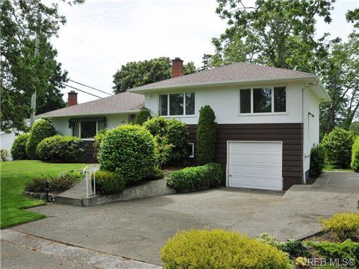 Main Photo: 3320 Gibbs Rd in VICTORIA: OB Henderson House for sale (Oak Bay)  : MLS®# 672353