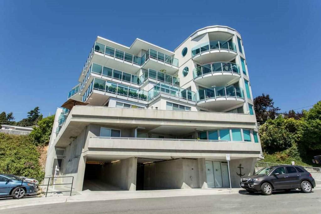 """Main Photo: 505 14955 VICTORIA Avenue: White Rock Condo for sale in """"The Sausalito"""" (South Surrey White Rock)  : MLS®# R2061872"""