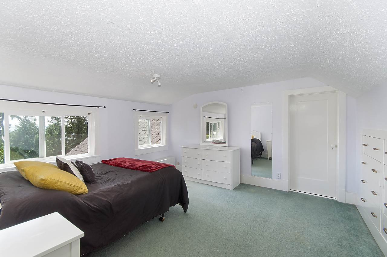 Photo 14: Photos: 4670 PICCADILLY SOUTH Road in West Vancouver: Olde Caulfeild House for sale : MLS®# R2185286