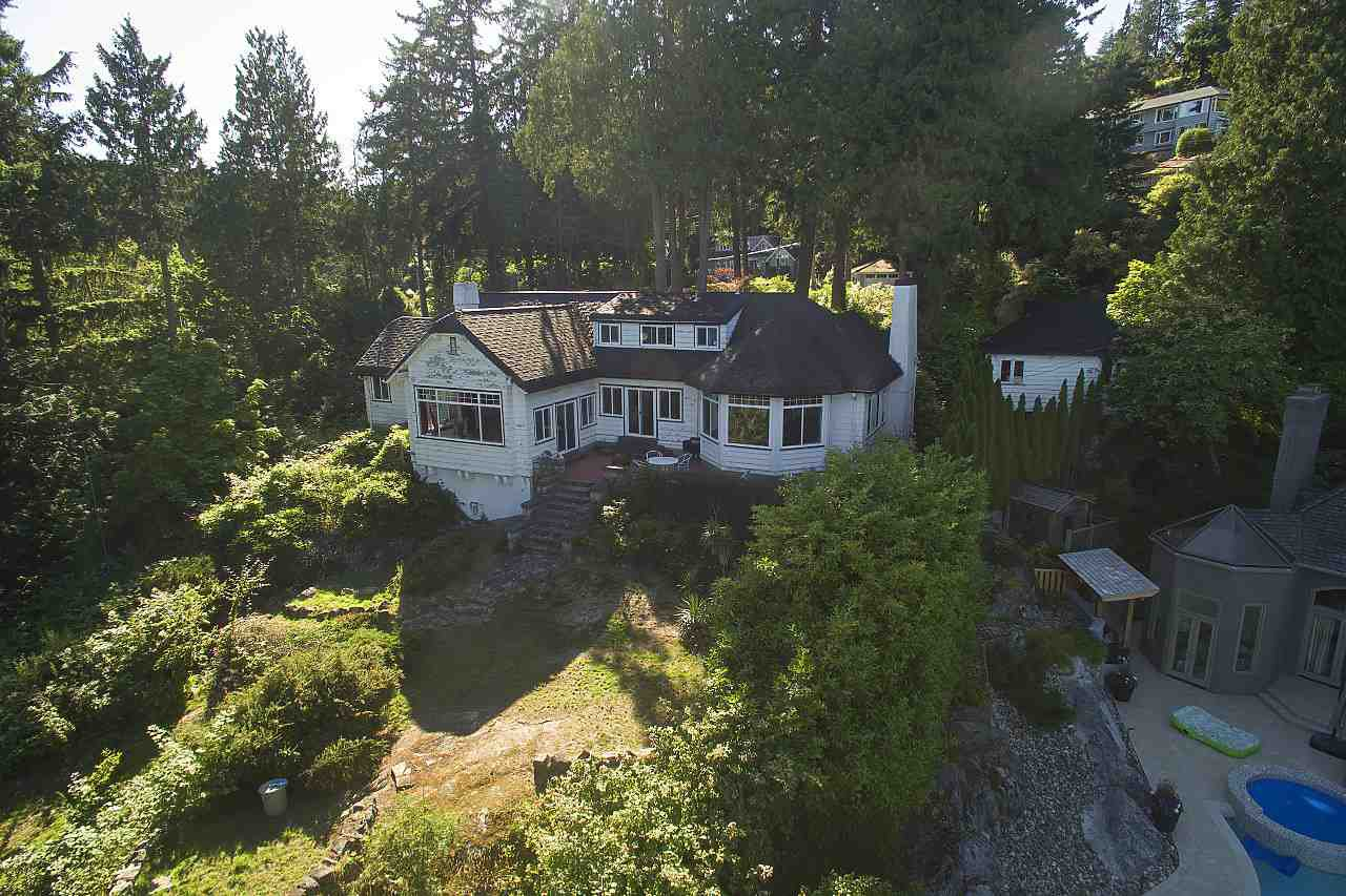Photo 2: Photos: 4670 PICCADILLY SOUTH Road in West Vancouver: Olde Caulfeild House for sale : MLS®# R2185286
