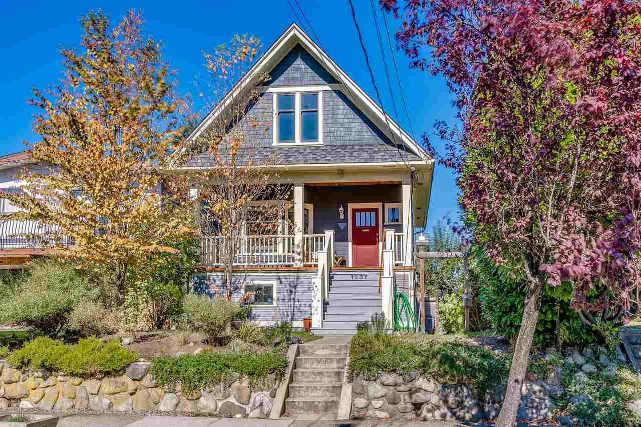 "Main Photo: 1237 E 14TH Avenue in Vancouver: Mount Pleasant VE House for sale in ""MOUNT PLEASANT"" (Vancouver East)  : MLS®# R2211831"