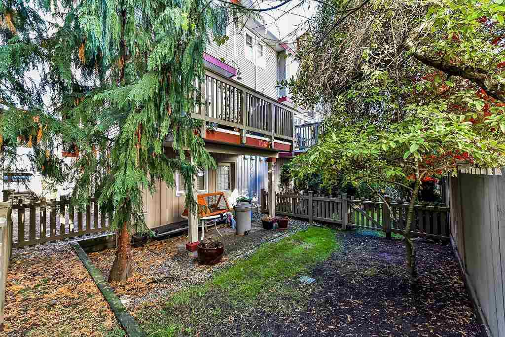 """Photo 4: Photos: 62 6651 203RD Street in Langley: Willoughby Heights Townhouse for sale in """"SUNSCAPE"""" : MLS®# R2217088"""