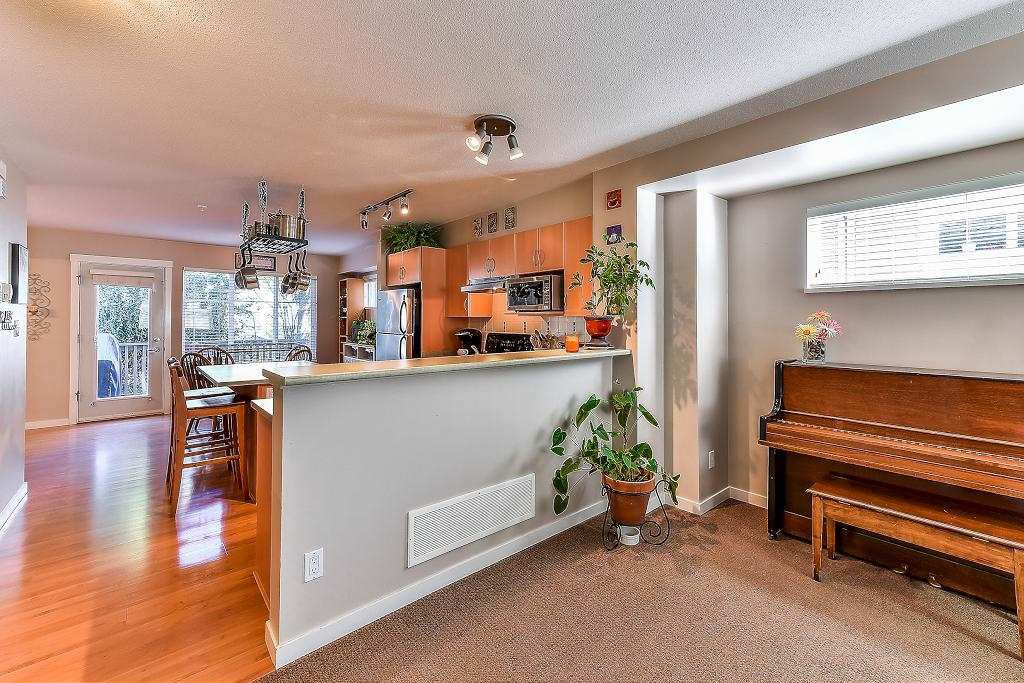 """Photo 9: Photos: 62 6651 203RD Street in Langley: Willoughby Heights Townhouse for sale in """"SUNSCAPE"""" : MLS®# R2217088"""