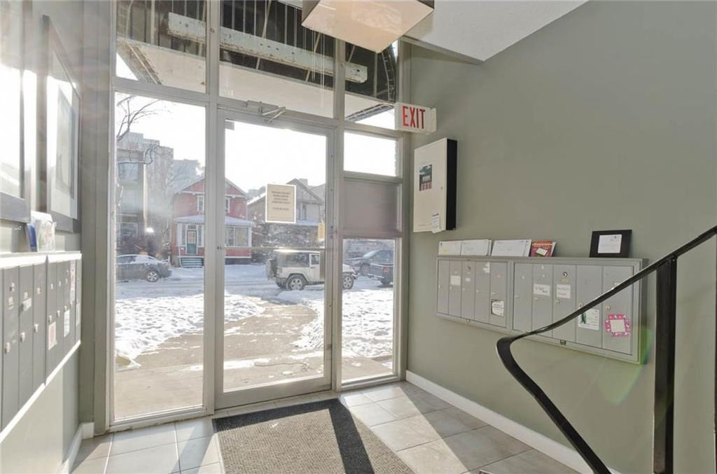 Photo 2: Photos: 105 120 24 Avenue SW in Calgary: Mission Condo for sale : MLS®# C4160912