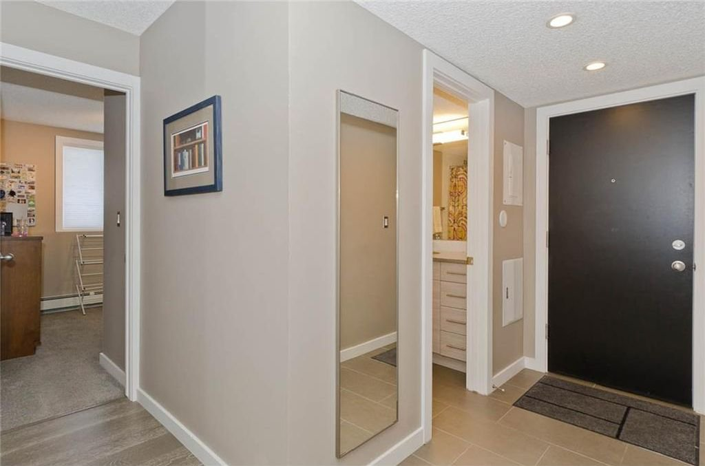 Photo 4: Photos: 105 120 24 Avenue SW in Calgary: Mission Condo for sale : MLS®# C4160912