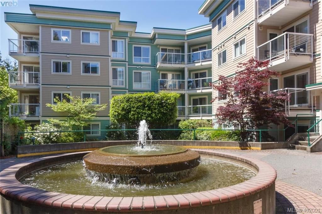 Main Photo: 205 649 Bay St in VICTORIA: Vi Downtown Condo for sale (Victoria)  : MLS®# 802225