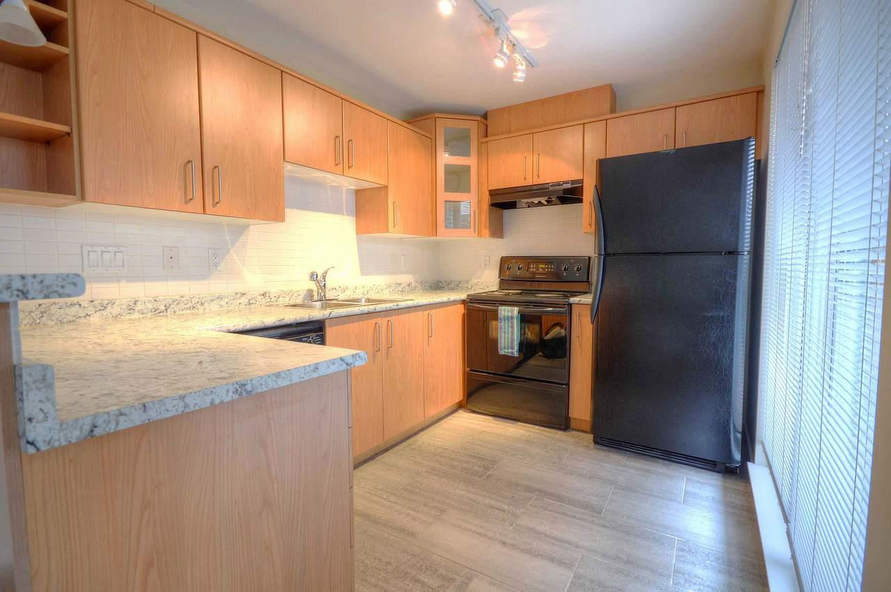 "Photo 5: Photos: 111 3148 ST JOHNS Street in Port Moody: Port Moody Centre Condo for sale in ""SONRISA"" : MLS®# R2335347"