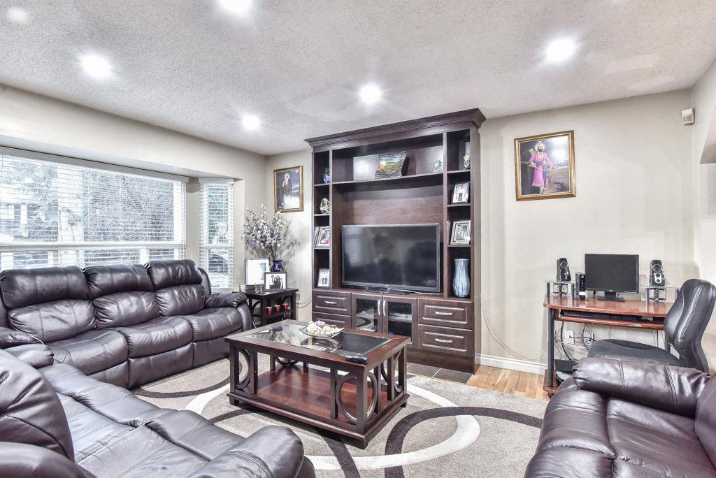 Main Photo: 6484 133A Street in Surrey: West Newton House for sale : MLS®# R2342282