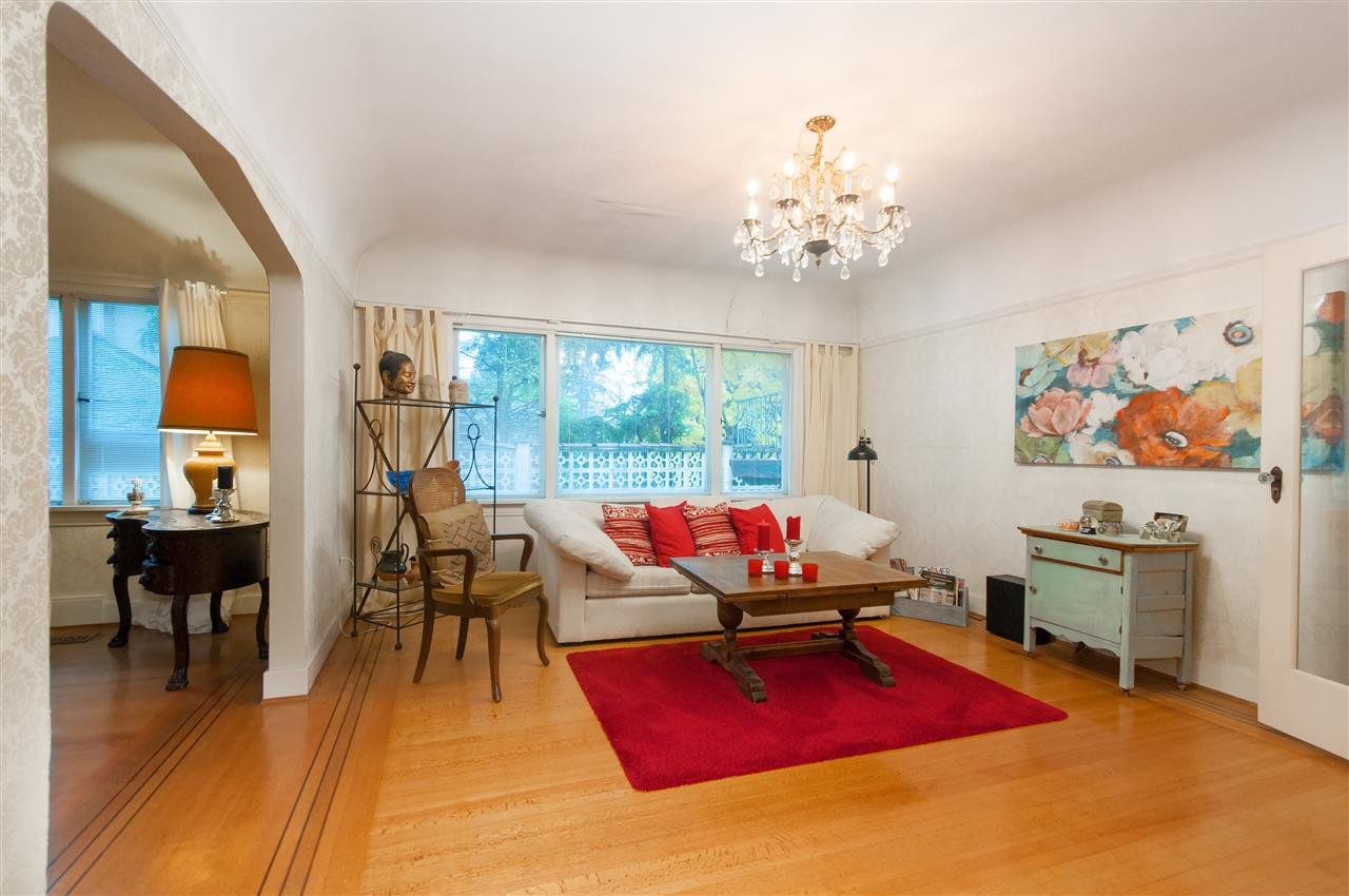 Photo 4: Photos: 4911 BLENHEIM Street in Vancouver: Dunbar House for sale (Vancouver West)  : MLS®# R2344653
