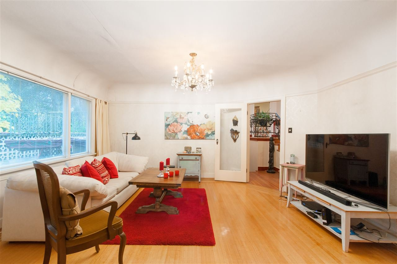 Photo 5: Photos: 4911 BLENHEIM Street in Vancouver: Dunbar House for sale (Vancouver West)  : MLS®# R2344653