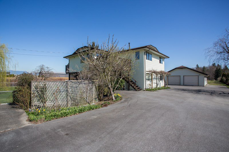 Main Photo: 3316 168 Street in Surrey: Serpentine House for sale (Cloverdale)  : MLS®# R2354337