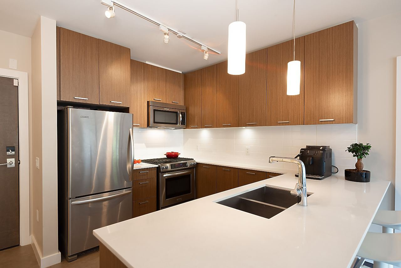 "Photo 3: Photos: 411 1182 W 16TH Street in North Vancouver: Norgate Condo for sale in ""The Drive 2"" : MLS®# R2376590"