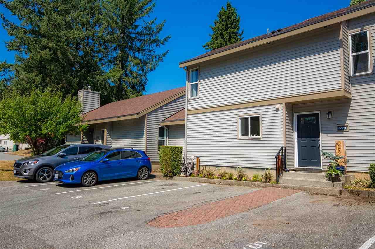 "Main Photo: 6082 E GREENSIDE Drive in Surrey: Cloverdale BC Townhouse for sale in ""GREENSIDE"" (Cloverdale)  : MLS®# R2395058"