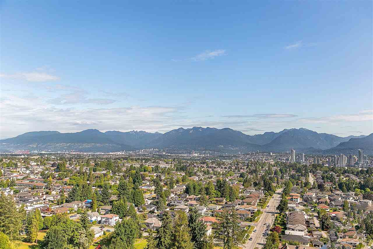 """Main Photo: 2104 5652 PATTERSON Avenue in Burnaby: Central Park BS Condo for sale in """"Central Park Place"""" (Burnaby South)  : MLS®# R2463134"""