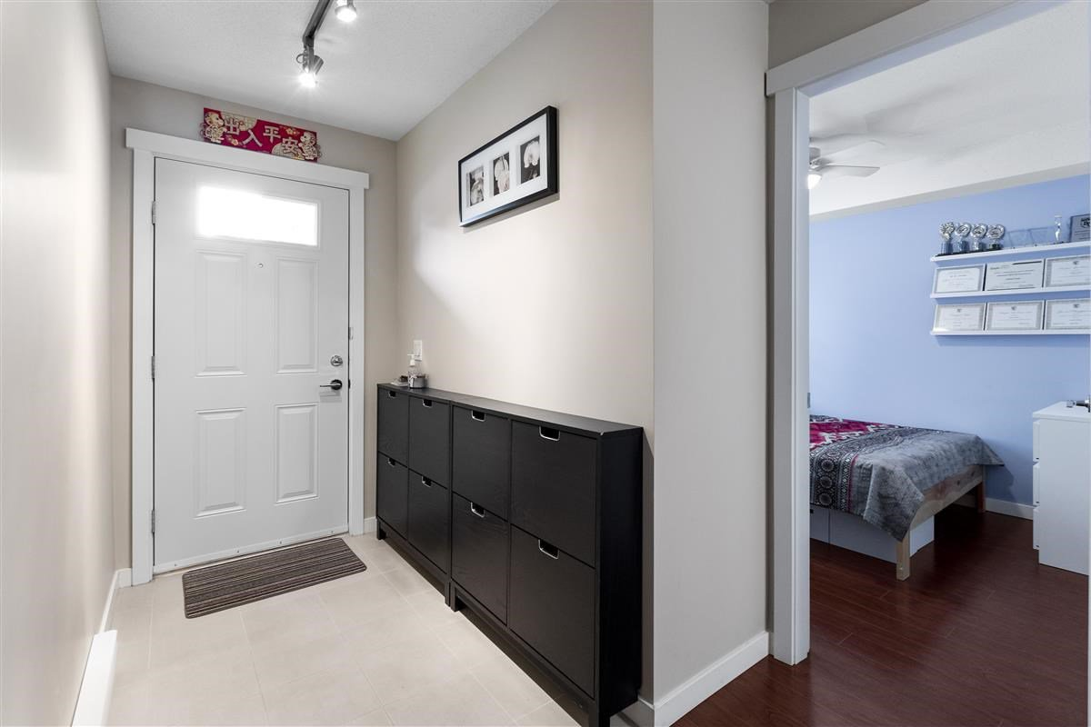 Photo 3: Photos: 9 9566 TOMICKI AVENUE in Richmond: West Cambie Townhouse for sale : MLS®# R2472184