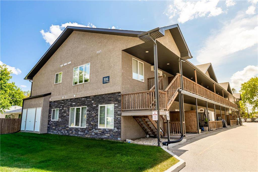 Main Photo: 9 506 Reimer Avenue in Steinbach: Woodlawn Condominium for sale (R16)  : MLS®# 202018346