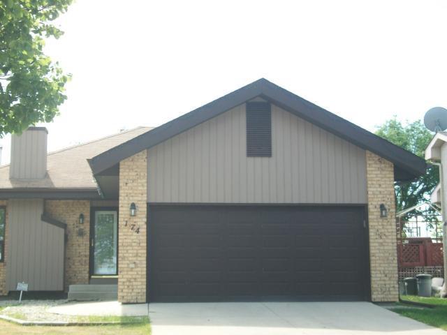 Main Photo: 174 FOXMEADOW Drive in WINNIPEG: River Heights / Tuxedo / Linden Woods Residential for sale (South Winnipeg)  : MLS®# 1105610