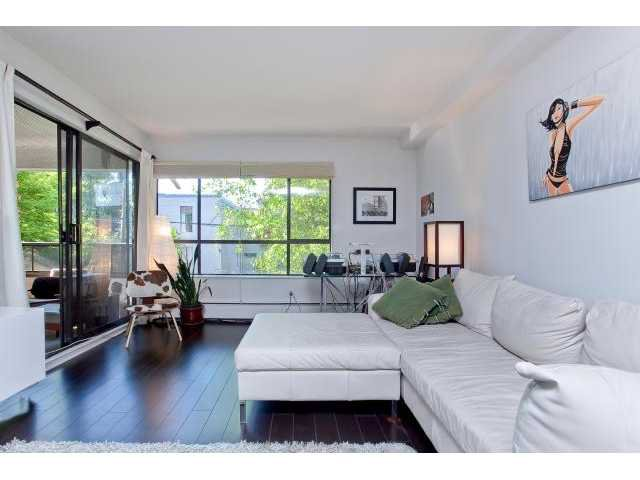 """Main Photo: 214 621 E 6TH Avenue in Vancouver: Mount Pleasant VE Condo for sale in """"FAIRMONT PLACE"""" (Vancouver East)  : MLS®# V897515"""