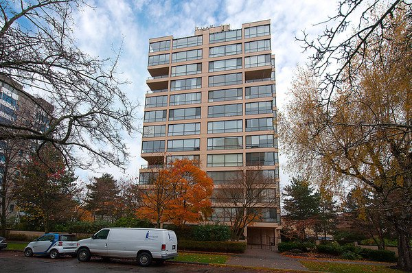 "Main Photo: # 201 2115 W 40TH AV in Vancouver: Kerrisdale Condo for sale in ""REGENCY PLACE"" (Vancouver West)  : MLS®# V1036261"