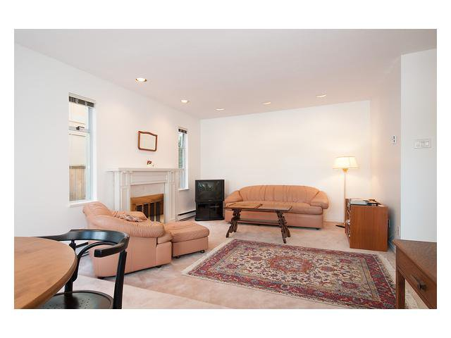 Photo 2: Photos: 3111 W 6TH Avenue in Vancouver: Kitsilano House 1/2 Duplex for sale (Vancouver West)  : MLS®# V1057939