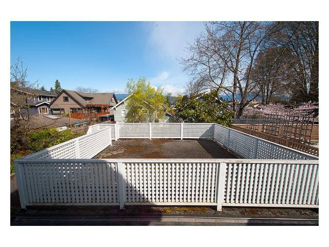 Photo 8: Photos: 3111 W 6TH Avenue in Vancouver: Kitsilano House 1/2 Duplex for sale (Vancouver West)  : MLS®# V1057939
