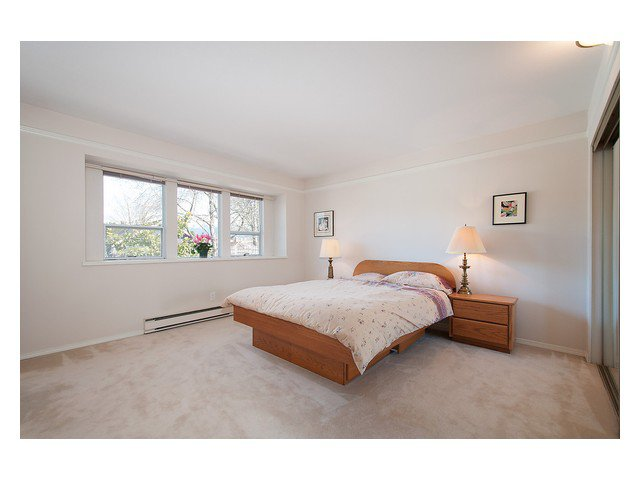 Photo 7: Photos: 3111 W 6TH Avenue in Vancouver: Kitsilano House 1/2 Duplex for sale (Vancouver West)  : MLS®# V1057939