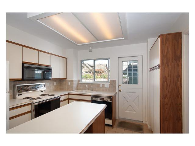 Photo 6: Photos: 3111 W 6TH Avenue in Vancouver: Kitsilano House 1/2 Duplex for sale (Vancouver West)  : MLS®# V1057939