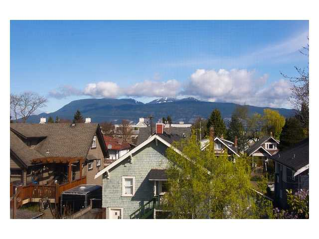 Photo 12: Photos: 3111 W 6TH Avenue in Vancouver: Kitsilano House 1/2 Duplex for sale (Vancouver West)  : MLS®# V1057939