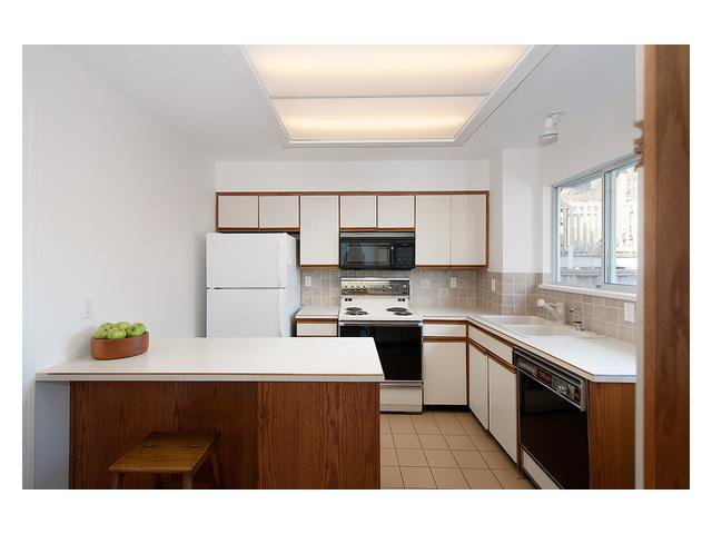Photo 5: Photos: 3111 W 6TH Avenue in Vancouver: Kitsilano House 1/2 Duplex for sale (Vancouver West)  : MLS®# V1057939